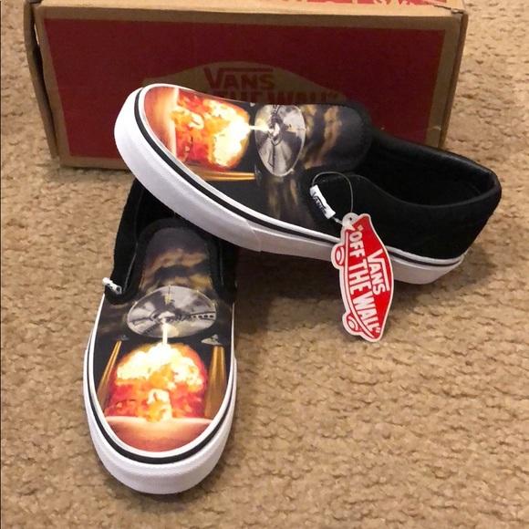 6c46e4ad192191 Alien Attack Classic Slip On Vans